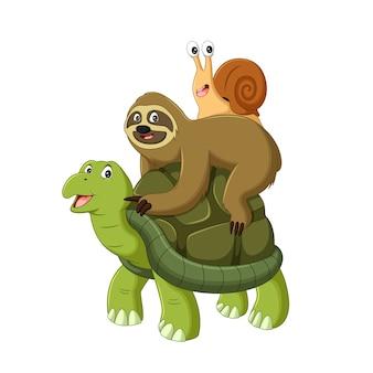 Illustratore di vettore di bradipo e lumaca in sella a una tartaruga