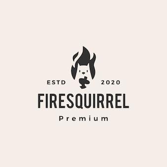 Illustrazione d'annata dell'icona di logo dei pantaloni a vita bassa dello scoiattolo della fiamma del fuoco