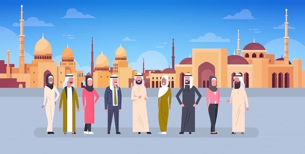 Illustrazione del kareem del ramadan con la gente