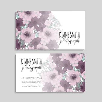 Illustrazione della parte anteriore e posteriore del biglietto da visita con i fiori