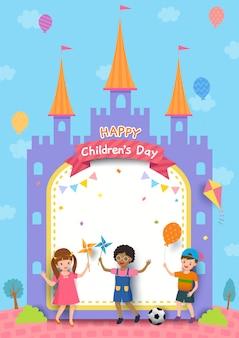 Illustrazione della progettazione del giorno dei bambini felici con il ragazzo e le ragazze che giocano sulla struttura del castello.