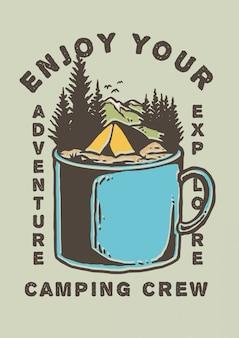 Illustrazione della tenda del campo sulla cima della tazza del metallo con la montagna ed il bello paesaggio e pini del paesaggio nel retro l'illustrazione di vettore degli anni 80