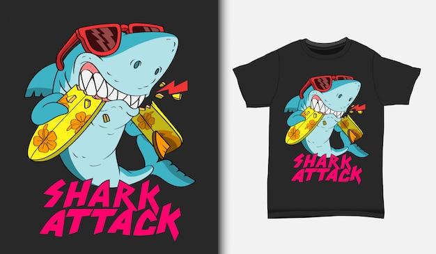 Illustrazione di attacco praticante il surfing dello squalo con il disegno della maglietta, disegnato a mano