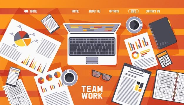 Illustrazione di legno degli elementi della tavola di lavoro di squadra della pagina web. sito internet sulla pianificazione del lavoro, assegnazione dei tempi. caffè, laptop