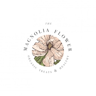 Illustrazione di logo dei fiori della magnolia di tiraggio della mano. ghirlanda floreale. emblema floreale botanico con tipografia su sfondo bianco.