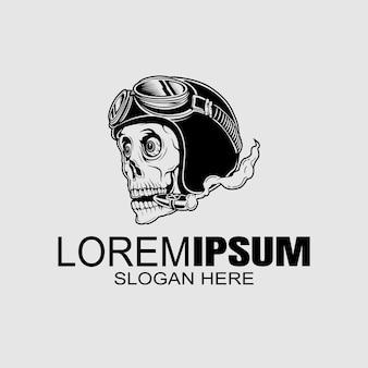 Illustrazione di logo del casco del cranio di stile vintage
