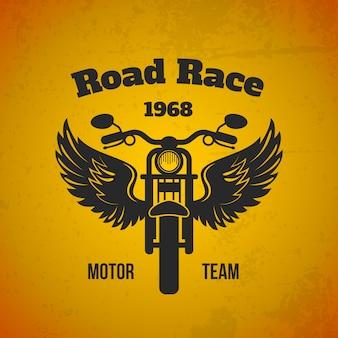Illustrazione di moto ali. squadra motoristica su strada