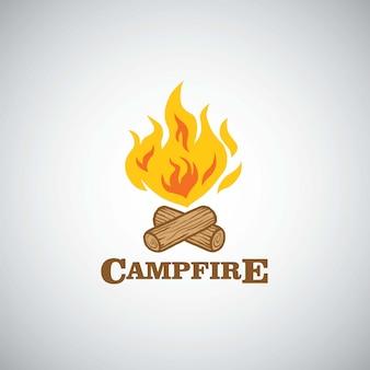 Illustrazione di vettore di logo di avventura della montagna del fuoco di accampamento