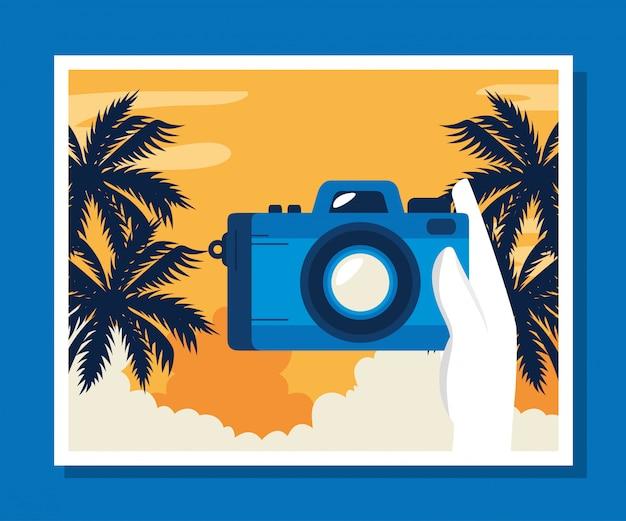 Illustrazione di viaggio con la macchina fotografica e l'albero di palme