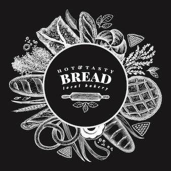 Illustrazione disegnata a mano del forno di vettore sul bordo di gesso. sfondo con pane e pasticceria.