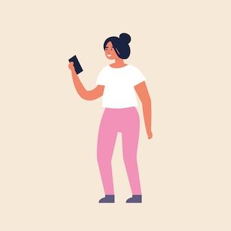 Illustrazione giovane ragazza in piedi e utilizzando il dispositivo mobile.