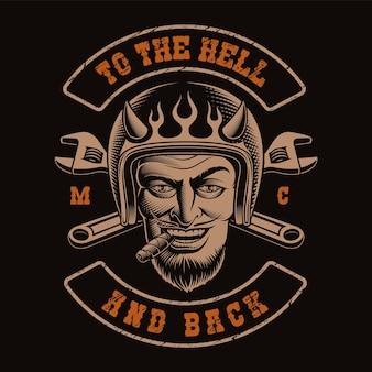 Illustrazione in bianco e nero di un motociclista del diavolo sui precedenti neri. camicia per tema motociclistico.