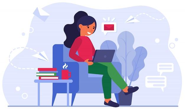 Illustrazione piana di vettore dell'ufficio della giovane donna a casa