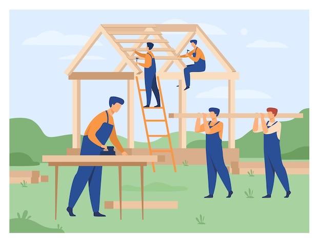 Illustrazione piana di vettore isolata casa di team building di carpentieri professionisti. costruttori del fumetto in uniforme che fa la struttura del tetto e del muro. costruzione e lavoro di squadra