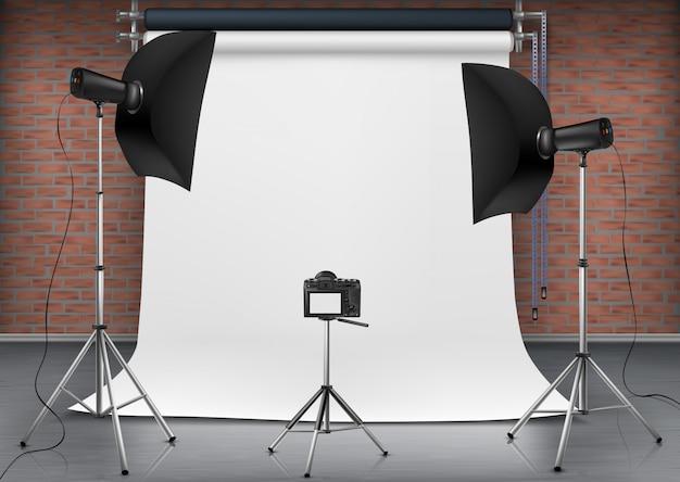Illustrazione realistica della stanza vuota con schermo bianco vuoto, luci da studio con scatole morbide