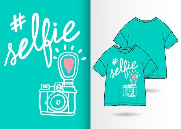 Illustrazione sveglia disegnata a mano della macchina fotografica con progettazione della maglietta