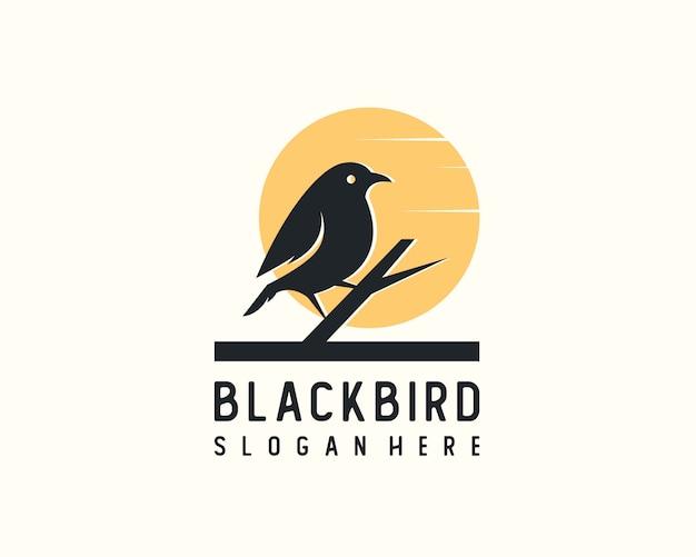 Ilustrastion di vettore della siluetta di logo dell'uccello