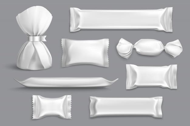 Imballaggio candy fornisce prodotti isolati in bianco mockup campioni di raccolta con involucri di alluminio grigio realistico