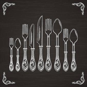 Immagini vettoriali di cucchiaio, forchetta e coltello. siluetta del disegno della mano delle stoviglie sulla lavagna nera