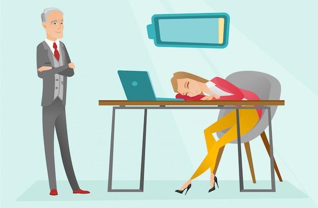 Impiegato caucasico stanco che dorme nel luogo di lavoro.