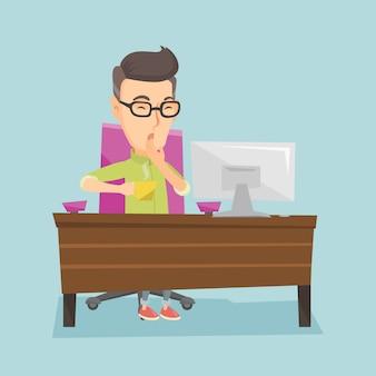 Impiegato stanco che sbadiglia nell'ufficio.
