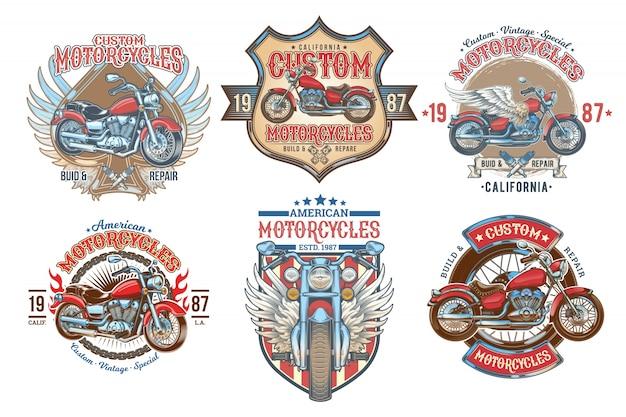 Impostare i distintivi vintage di colore vettoriale, emblemi con una motocicletta personalizzata