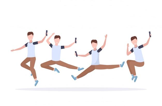 Impostare l'uomo prendendo foto selfie su smartphone fotocamera casual maschio personaggio dei cartoni animati saltando fotografando diverse pose raccolta sfondo bianco a figura intera orizzontale