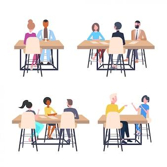 Impostare persone di affari che discutono di un nuovo progetto di business durante la riunione seduti alla scrivania di lavoro di brainstorming colleghi pianificazione avvio diversi concetti illustrazione completa raccolta