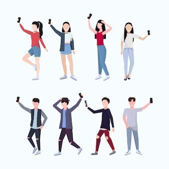 Impostare uomini donne scattare foto selfie su smartphone fotocamera casual maschio femmina personaggi dei cartoni animati fotografare in diverse pose sfondo bianco integrale