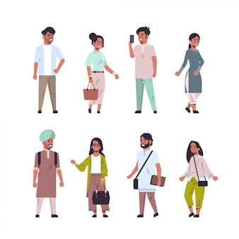 Impostare uomini indiani donne in piedi in diverse pose sorridente maschio femmina personaggio dei cartoni animati raccolta a figura intera