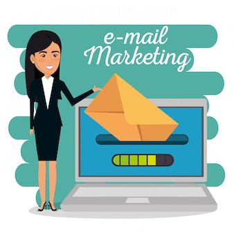 Imprenditrice con icone di marketing e-mail