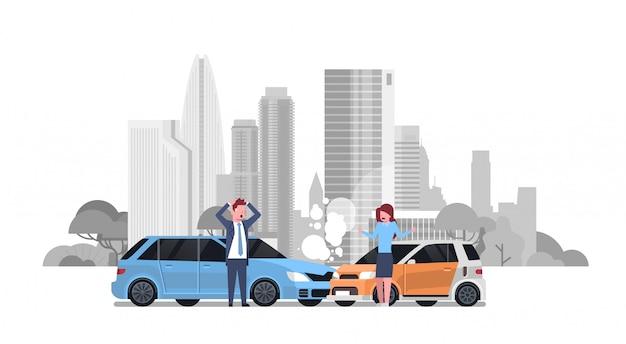 Incidente stradale con incidente stradale di driver uomo e donna sopra silhouette city