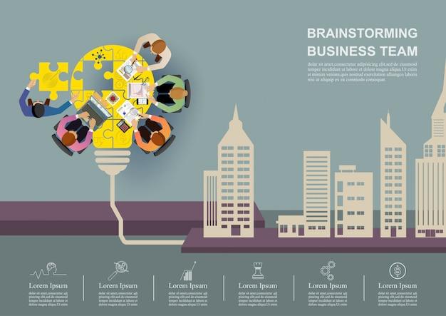 Incontro d'affari e brainstorming.