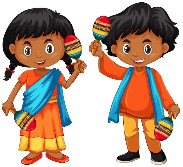 India bambino in possesso di maracas
