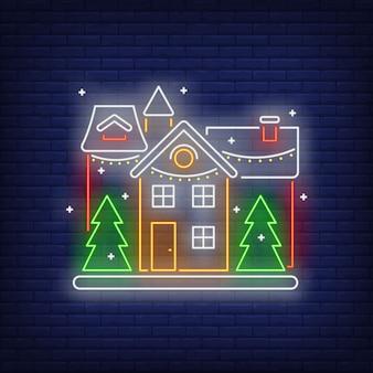 Insegna al neon casa decorata