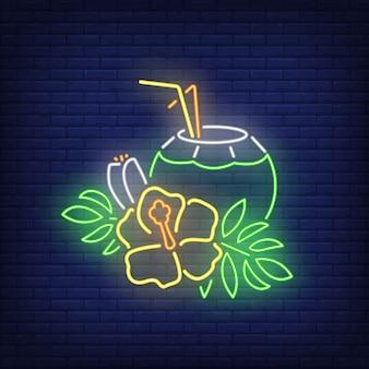 Insegna al neon cocktail di cocco. bevanda tropicale e fiore giallo con foglie.