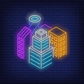 Insegna al neon degli edifici del centro