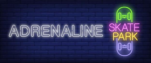 Insegna al neon del parco del pattino di adrenalina