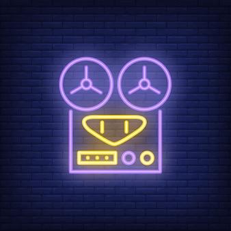 Insegna al neon del registratore audio dell'annata