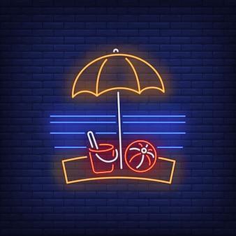 Insegna al neon dell'ombrello della spiaggia, della palla e del giocattolo. estate, vacanza, vacanza, resort.