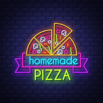 Insegna al neon della pizza fatta in casa