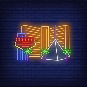 Insegna al neon delle costruzioni e dei punti di riferimento della città di las vegas. visita turistica, turismo, casinò.