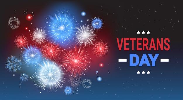 Insegna americana nazionale di festa di celebrazione di giorno di veterani sopra fondo colorato del fuoco d'artificio della bandiera degli sua