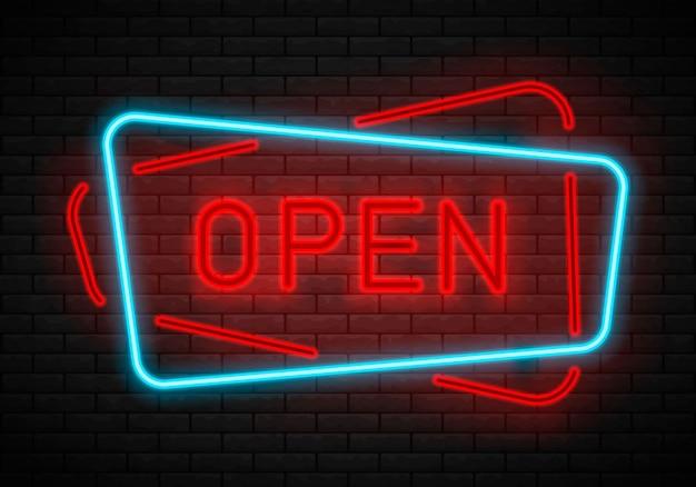 Insegna aperta al neon sul muro di mattoni.