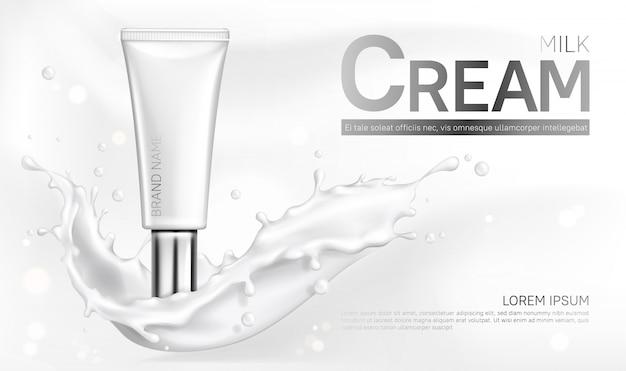 Insegna della bottiglia dei cosmetici della crema del latte con spruzzata