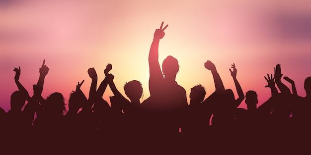 Insegna della folla del partito contro il cielo di tramonto