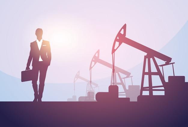 Insegna della piattaforma della gru dell'impianto di perforazione di petrolio di pumpjack dell'uomo di affari