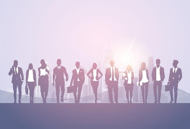 Insegna di lavoro di squadra di cooperazione di affari dell'uomo d'affari della squadra uomo d'affari e della donna di affari della siluetta