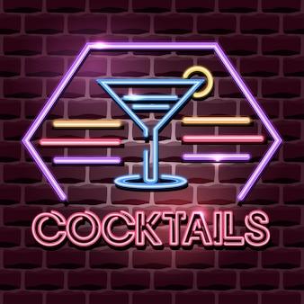 Insegna pubblicitaria al neon dei cocktail