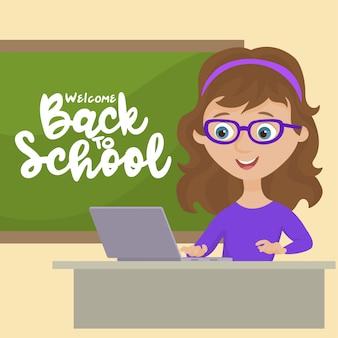 Insegnante con lavagna e laptop